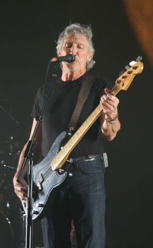 800px-Roger_Waters_18_May_2008_London_O2_Arena